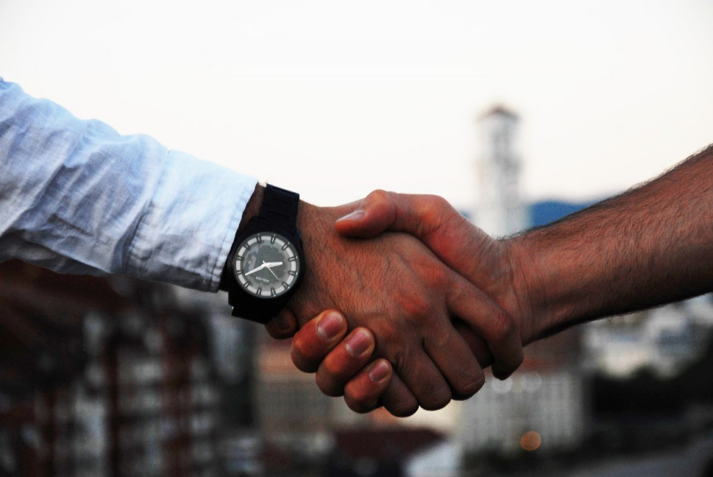 handshake-1513228_1280